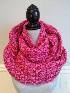 Écharpe de crochet Fuchsia infini du foulard par LesBijouxLibellule Crochet Snood, Crochet Scarves, Crochet Christmas Gifts, Crochet Gifts, Loop Scarf, Circle Scarf, Gifts For Women, Gifts For Her, Cardboard Jewelry Boxes