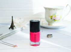 http://verabelblog.blogspot.com/2017/04/Catrice-lak-dlya-nogtey-Ultimate-Nail-Lacquer-v-ottenke-107-Robinson-Coralsoe-review.html