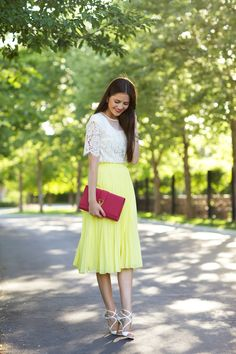 Lacy Top And Yellow Skirt 2017 Street Style Modest Fashion, Skirt Fashion, Love Fashion, Yellow Pleated Skirt, Flowy Skirt, Lace Skirt, Pastel Outfit, Look Chic, Mode Inspiration