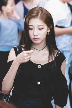 Kpop Girl Groups, Kpop Girls, Kpop Fashion, Girl Fashion, Yein Lovelyz, Woollim Entertainment, Seolhyun, Korean Girl, Korean Idols