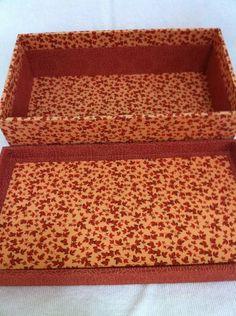Caixa feita com patchwork embutido. Forrada internamente. Estrutura em MDF.  Fazemos qualquer produto em qualquer cor sob encomenda!  *Tecidos podem variar