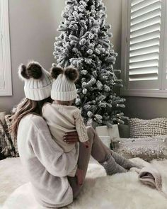 Sonia Dhillon on Ins - yPins x Photo Mom And Baby, Baby Love, Family Christmas Pictures, Holiday Pics, Holiday Crafts, Foto Baby, Christmas Mood, Christmas Trends, Christmas Morning