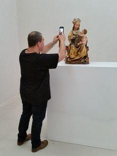 Kolumba, Kunstmuseum des Erzbistums Köln Frank fotogrofiert die Madonna mit Traube.