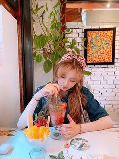 Kpop Girl Groups, Kpop Girls, Never Grow Up, Lesbian Love, Wallpaper Pc, Cube Entertainment, First Girl, Minnie, Vixx