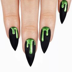 Halloween is getting closer and closer. Are you ready for Halloween? Don't forget to make a Halloween nail art design. A successful Halloween nail can successfully make you the focus and increase the atmosphere for Halloween. Nail Art Designs, Green Nail Designs, Almond Nails Designs, Nail Polish Designs, Nail Art Halloween, Halloween Nail Designs, Creepy Halloween, Halloween Ideas, Halloween Parties
