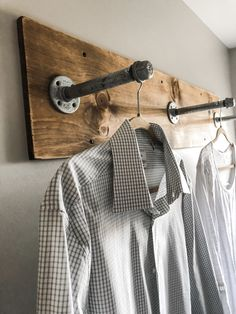 DIY clothing rack for your laundry room! This DIY clothing rack for your laundry room will give you that industrial farmhouse look, but is also super practical and functional for your space! Small Storage, Diy Storage, Storage Ideas, Small Shelves, Storage Shelves, Laundry Rack, Diy Clothes Rack, Laundry Room Organization, Organizing