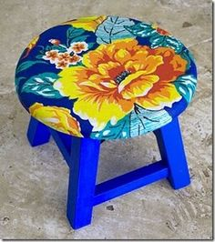 Chita na Decor Hand Painted Chairs, Painted Stools, Hand Painted Furniture, Funky Furniture, Furniture Makeover, Soft Furnishings, Boho Decor, Painting On Wood, Diy And Crafts