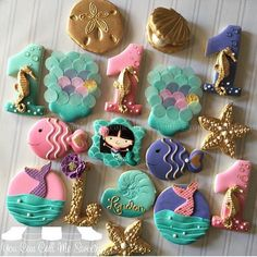 Pink, Purple, Aqua & Gold Scales Mermaid Cookies (Looks like they used rice paper disks for scales. Iced Cookies, Cute Cookies, Royal Icing Cookies, Cupcake Cookies, Sugar Cookies, Little Mermaid Birthday, Little Mermaid Parties, Sirenita Cake, Mermaid Cookies