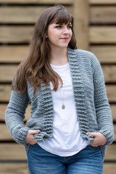 Crochet Everyday Cardigan - free pattern Free Crochet Cardigan Pattern - my everyday cardigan sweater pattern is simple, fun, and beginner friendly using half double crochet stitches! Cardigan Au Crochet, Gilet Crochet, Crochet Coat, Crochet Blouse, Crochet Clothes, Crochet Stitches, Crochet Cardigan Pattern Free Women, Beginner Crochet Patterns, Knitted Coat Pattern