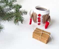 こちらは、クリスマス仕様のセーター!冬のイベントに合わせて、ニットカップカバーも衣替えしてみましょう。クリスマスプレゼントにも素敵ですね♪