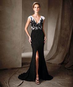 CARLA - Μακρύ φόρεμα με ντεκολτέ σε σχήμα V Pronovias