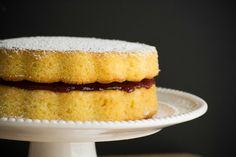 The best recipe you will find to make a delicious María Luisa cake. It has a light orange flavor and it is filled with a yummy berry jelly. Tea Loaf, Colombian Food, Take The Cake, Moist Cakes, Cake Ingredients, Tea Cakes, Sweet Cakes, Vanilla Cake, Food To Make