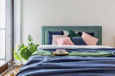 Mieszkanie na Woli - zobacz ciekawy miks stylów - Galeria - Dobrzemieszkaj.pl Comforters, Blanket, Bed, Furniture, Home Decor, Creature Comforts, Quilts, Decoration Home, Stream Bed