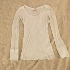 Medium white thermal long sleeve shirt Medium white thermal long sleeved shirt Tops