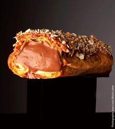 « Un éclair à ma façon, avec une crème pâtissière au chocolat particulièrement ronde et douce en bouche, spécialement créé pour ma fille Chiara. » #eclair #conticini