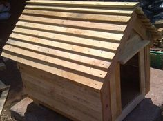 DIY Chevron Doghouse Made of Pallets | 99 Pallets