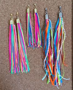 Neon que não sai do nosso corpo 💕🌈 #neonvibes #neonparty #carnavalneon #maxibrincos #brincoarcoiris #brinconeon #tassel #brincotassel… Cool Costumes, Cosplay Costumes, Halloween Costumes, Fantasy Party, Carnival Outfits, Holiday Club, Party Looks, Diy Earrings, Hippie Chic