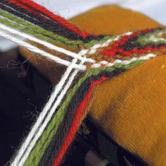 Card Weaving, Tablet Weaving, Loom Weaving, Rope Crafts, Yarn Crafts, Knitting Designs, Knitting Projects, Viking Designs, Finger Weaving