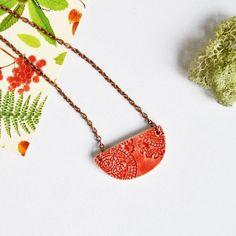 Guarda questo articolo nel mio negozio Etsy https://www.etsy.com/it/listing/495145214/ceramic-necklace-ethnic-red-boho