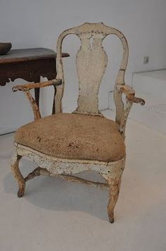 Goldilocks would definitely choose to sit in this.  antique swedish chair