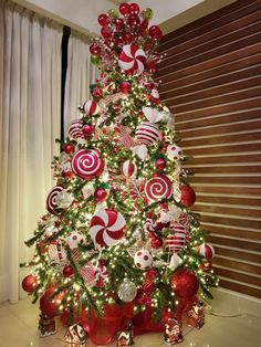 It's Candy Cane Season 🎄🎉🎅🏻❤️🍬🍭🎄 via Grinch Christmas Decorations, Grinch Christmas Party, Candy Cane Christmas Tree, Cool Christmas Trees, Christmas Tree Design, Whimsical Christmas, Christmas Home, Christmas Wreaths, Christmas Crafts