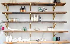DIY reclaimed wood shelves and ikea brackets sprayed gold. DIY reclaimed wood shelves and ikea brackets sprayed gold. Gold Shelves, Ikea Shelves, Ikea Storage, Floating Shelves, Kitchen Shelves, Kitchen Decor, Kitchen Sideboard, Diy Kitchen, Kitchen Country