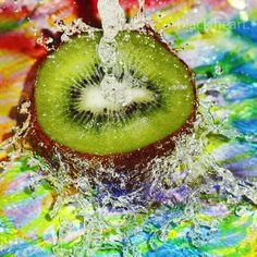 In September, kiwi is delicious ! Fruit Splash, Fruits And Vegetables, Fresh Fruit, Food Hacks, Kiwi, Candy, Deviantart, September, Kitchens