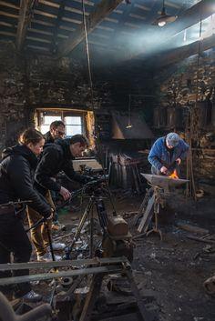 En tournage avec Jean-Baptiste, le forgeron