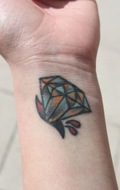 diamond tattoo Not diggin the cut part. Juwel Tattoo, Hand Tattoo, Body Art Tattoos, Tattoo Life, Traditional Diamond Tattoo, Traditional Tattoo, Photomontage, Diamonds Tattoo, Sparkling Diamonds