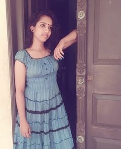 Beautiful Girl In India, How To Feel Beautiful, Tamil Girls, Indian Girls Images, Teen Girl Outfits, Cute Beauty, Indian Beauty Saree, College Girls, Girl Pictures