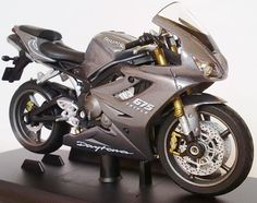 1/18 scale diecast for sale   ... 18 scale triumph daytona 675 diecast model motorcycle 1 18 scale