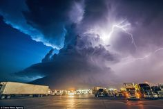 Hunting Nature's power: A stunning image of a supercell thunderstorm in York, Nebraska, taken by Mike Hollingshead who has given up his day ...
