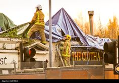 Glasgow, Scotland, UK. 30th November 2013. Rescue workers at scene of Police helicopter crash at The Clutha pub in Glasgow © ALAN OLIVER/Alamy Live News