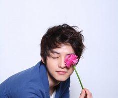 song joong ki - a flower for you 😘 Hyun Seo, Lee Hyun, Song Joong, Song Hye Kyo, Daejeon, So Ji Sub, Korean Celebrities, Korean Actors, Celebs