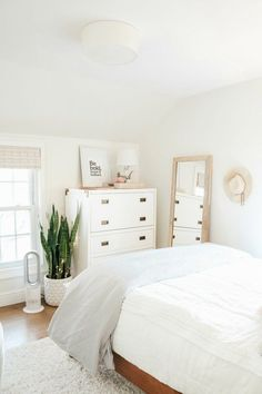 room makeover Small Girls Bedroom Makeover with Wallpaper Accent Wall: Explore this fun, eclectic girls room with cozy textures, a whimsical wallpaper print, and blush and jewel tones for a stylish kids room. Room Ideas Bedroom, Home Bedroom, Bedroom Furniture, Luxury Furniture, Italian Furniture, Bedroom Inspo, Bedrooms With White Furniture, Bedroom Apartment, Bedroom Ideas For Small Rooms