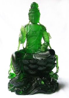 Jadeite Jade carving this is so gorgeous! Buddha Buddhism, Buddhist Art, Le Jade, Art Sculpture, Carving Designs, Jade Jewelry, Jade Stone, Schmuck Design, Stone Carving