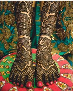 Explore latest Mehndi Designs images in 2019 on Happy Shappy. Mehendi design is also known as the heena design or henna patterns worldwide. We are here with the best mehndi designs images from worldwide. Henna Hand Designs, Mehndi Designs Feet, Modern Mehndi Designs, Mehndi Design Pictures, Mehndi Designs For Girls, Beautiful Mehndi Design, Mehndi Images, Peacock Mehndi Designs, Indian Henna Designs