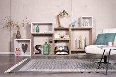 Kast Cube die je zelf samenstelt met op elkaar passende elementen van steigerhout. Grote vlakken voor de mooiste accessoires, klein voor boeken en tijdschriften. Varieer en maak een speelse...