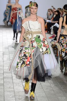 See all the Collection photos from Central Saint Martins Ba Autumn/Winter 2015 Ready-To-Wear now on British Vogue Weird Fashion, New Fashion, Runway Fashion, Fashion Show, London Fashion, British, Vogue, Central Saint Martins, Thom Browne