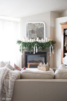 Farmhouse Christmas Family Room | beautiful Mantel