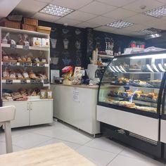 Cöli Bisztró Theke Budapest, Stück Pizza, Home Decor, Gluten Free Foods, Baked Goods, Thai Soup, Food Menu, Vegetarian, Viajes