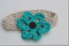 crochet baby headband with interchangeable flowers... could knock this project off in an hour or so... (and, even better, have something to do with all of my leftover yarn)