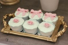 cha de bebê, baby shower, menina, girl, verde rosa e dourado, green pink and gold., cupcakes.