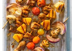10 best skewers and kabobs for easy summer grilling dinners Kabob Recipes, Top Recipes, Healthy Dinner Recipes, Cooking Recipes, Grill Recipes, Skewer Appetizers, Quick Appetizers, Pork Kabobs, Skewers
