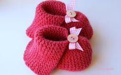 Babyschühchen Pink-Vichy    Gut sitzende, kuschelig warme Baby-Schühchen gefertigt aus einem pflanzengefärbtem, pinken Schurwollgarn.     Durch die Pf
