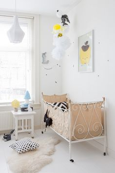 apple paple poster, ferm living dots mini wallstickers, heico lamp
