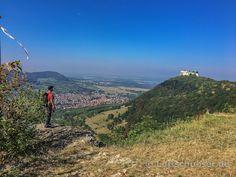Blick auf die Festung Hohenneuffen und den Ort Neuffen am #Albsteig auf der #SchwäbischenAlb.
