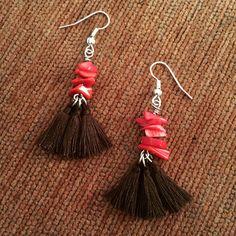 Boucles d'oreilles bambou corail et pompons marron   http://www.alittlemarket.com/boutique/maps_creation-2284207.html