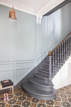 Fusion D – Rénovation décoration maison bourgeoise 210 Painted Staircases, Painted Stairs, Tile Stairs, House Stairs, Metalarte, Escalier Design, House Entrance, Entrance Ideas, Staircase Design