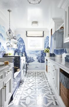 This Laundry Room's Dog Shower Is the Pampering Your Pooch Needs Waschküche Inspiration – Hundedusche Ideen Mudroom Laundry Room, Laundry Room Remodel, Laundry Room Design, Laundry Shelves, Laundry Baskets, Laundry Room Inspiration, Best Decor, Dog Rooms, Dog Shower